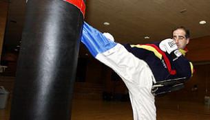 O club de Juancho Vázquez acada 16 medallas no Campionato de Kickboxing de Pontevedra