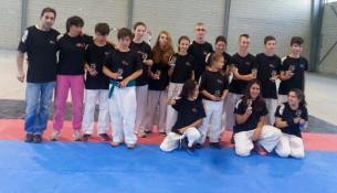 O club de Juancho Vázquez logra 14 medallas no Campionato Galego de Contact Karate