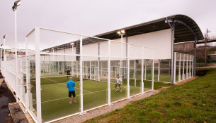 Cursos intensivos de pádel e tenis no mes de xullo