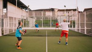 Aberta a inscrición para os cursos quincenais de pádel e tenis de xullo